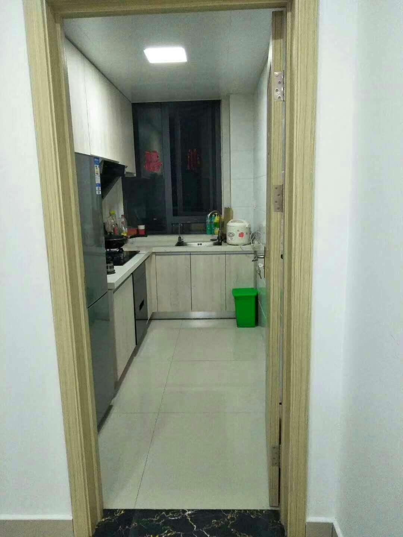 出租浦口泓花苑,98平方,二室一厅,精装修,全新家电,可拎包入住,月租2300,有意者可面谈