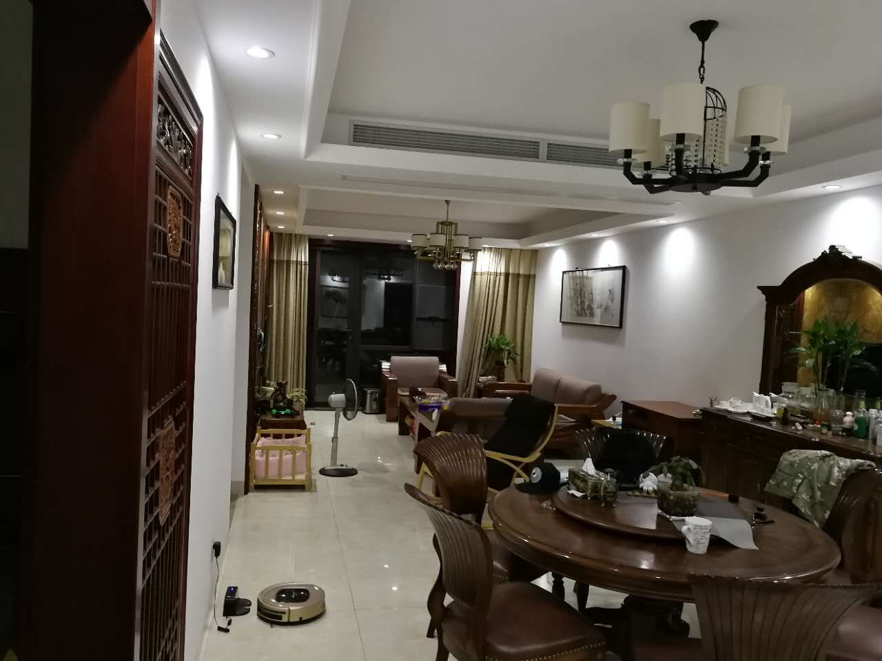 A08281出租:玉兰花园、130平方、28楼、3室2厅2卫、中式豪华装修、景观房,家具家电齐全,拎包入住,价格3500/月。不含物业,不适合群租。的实拍照片