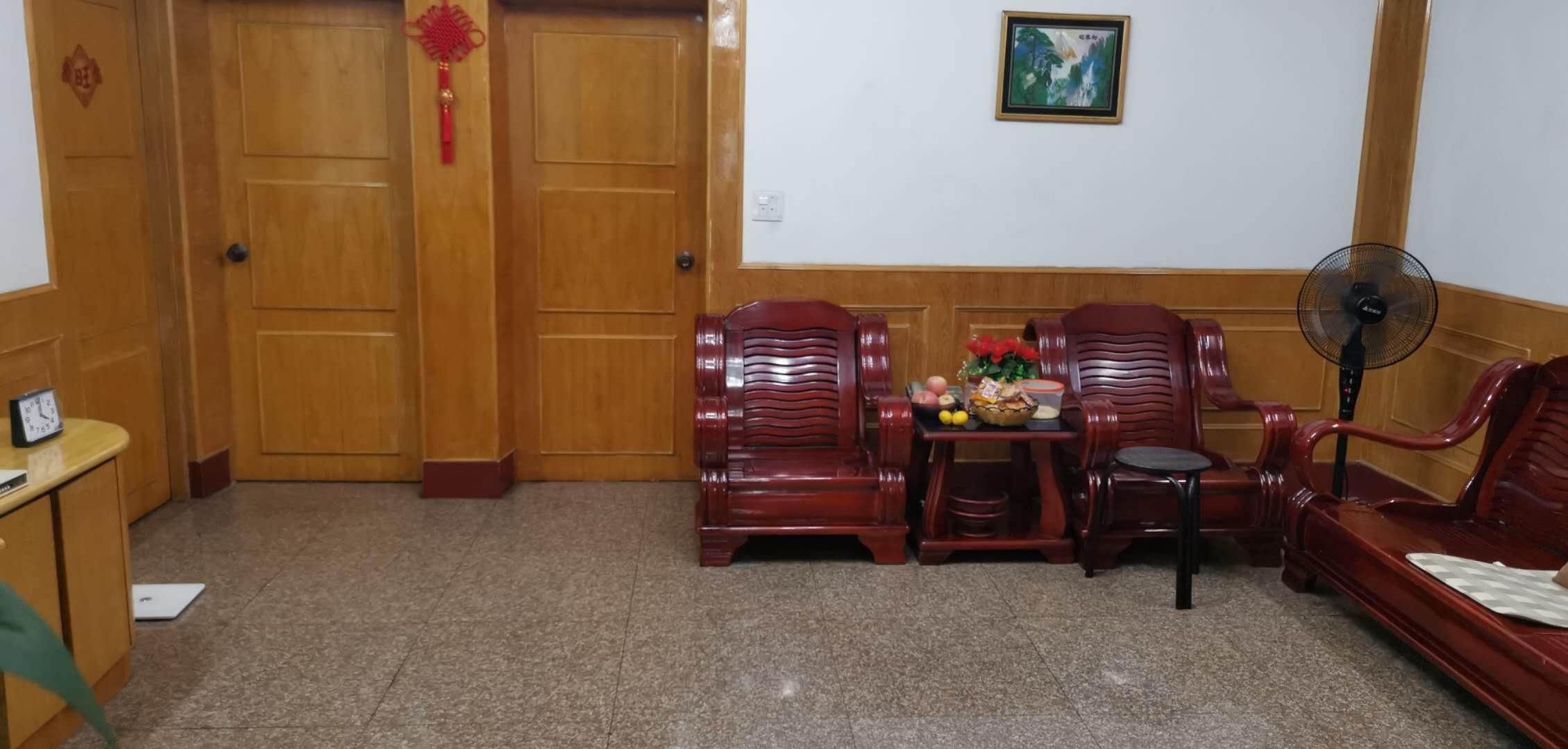 A09084出租城南君悦新天地18/32楼,144平方,4房2厅2卫1厨。精装修,家电配套,拎包入住,3500元/月的实拍照片