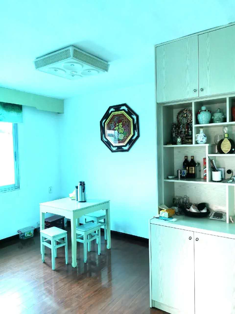 A09242出售江滨市场套房5楼,72平方,边套,江景房,两室一厅一厨一卫,精装修,有3台空调,带热水器油烟机,价格:51.5万