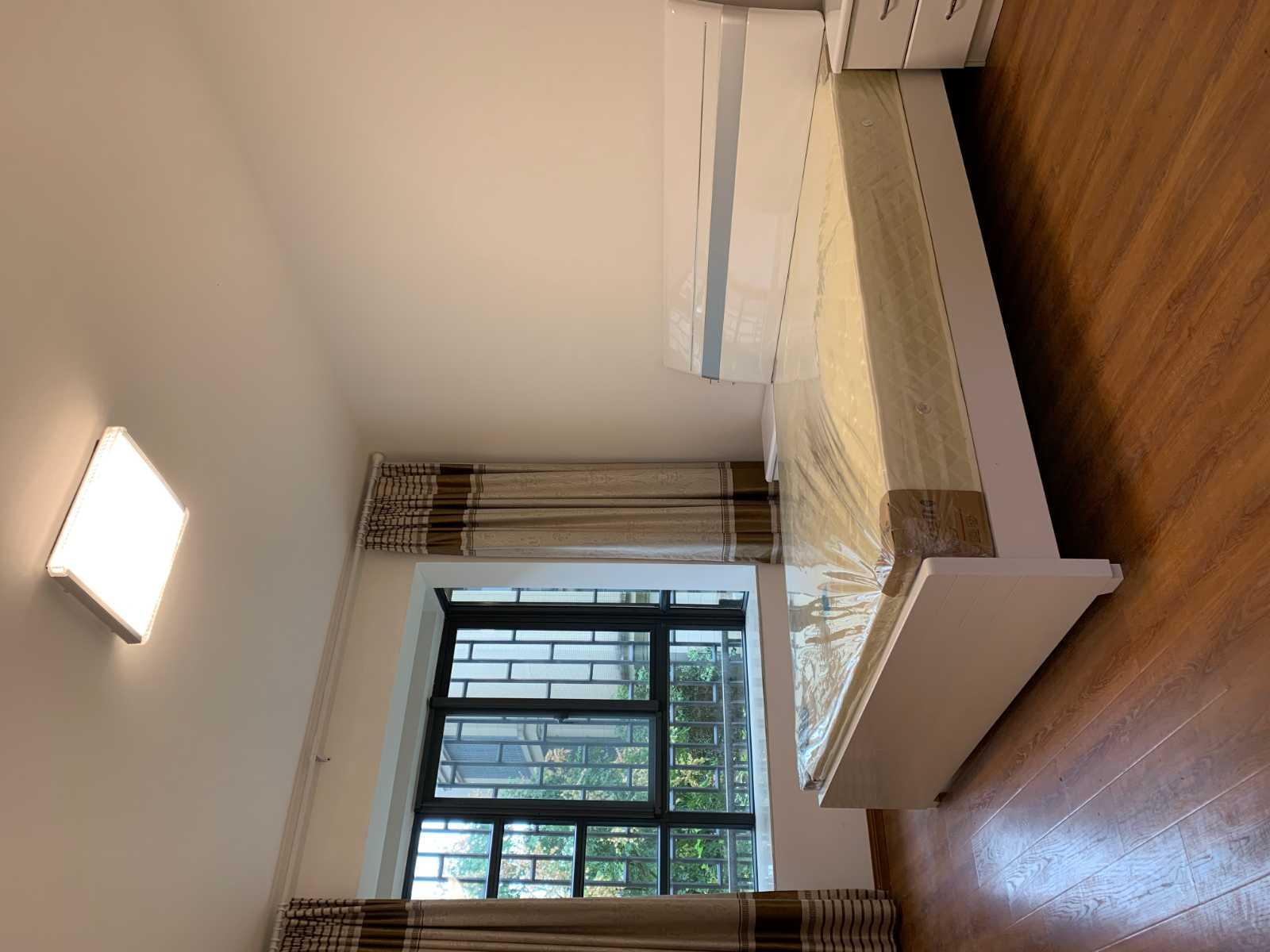 A10122出租云溪香山架1楼,90平,2室2厅1卫,精装修,有一车棚,租金2300元/月的实拍照片