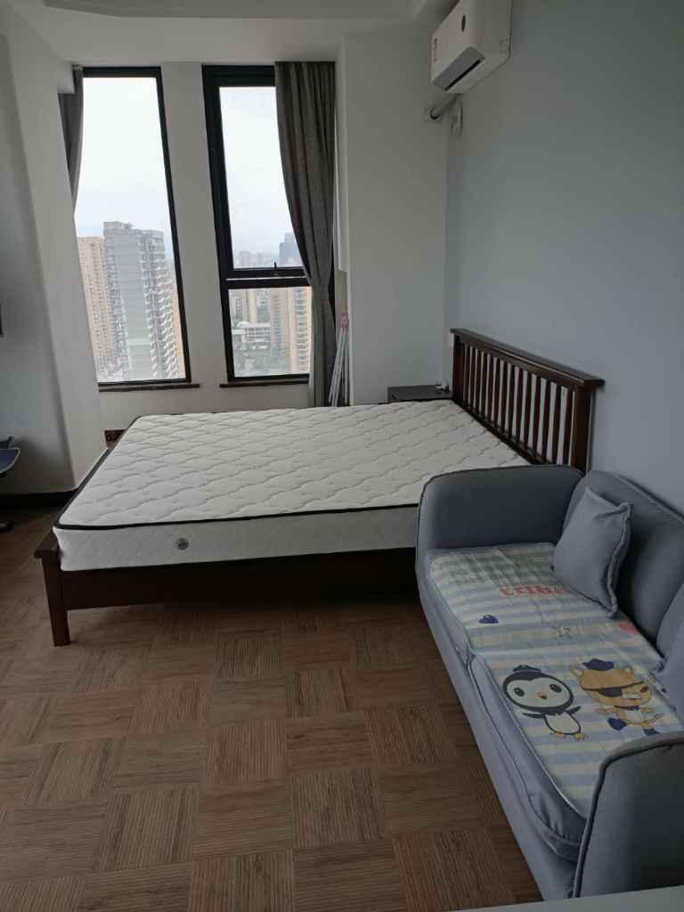 001吾悦广场25楼单身公寓精装修家电家具齐全1700一月的实拍照片