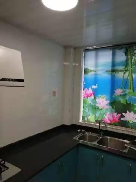 A11213出租城南米兰阳光二楼,边套,95平方,两室两厅,朝南阳光超级好,精装修带30平方大平台,大车棚,租金2100元/月的实拍照片