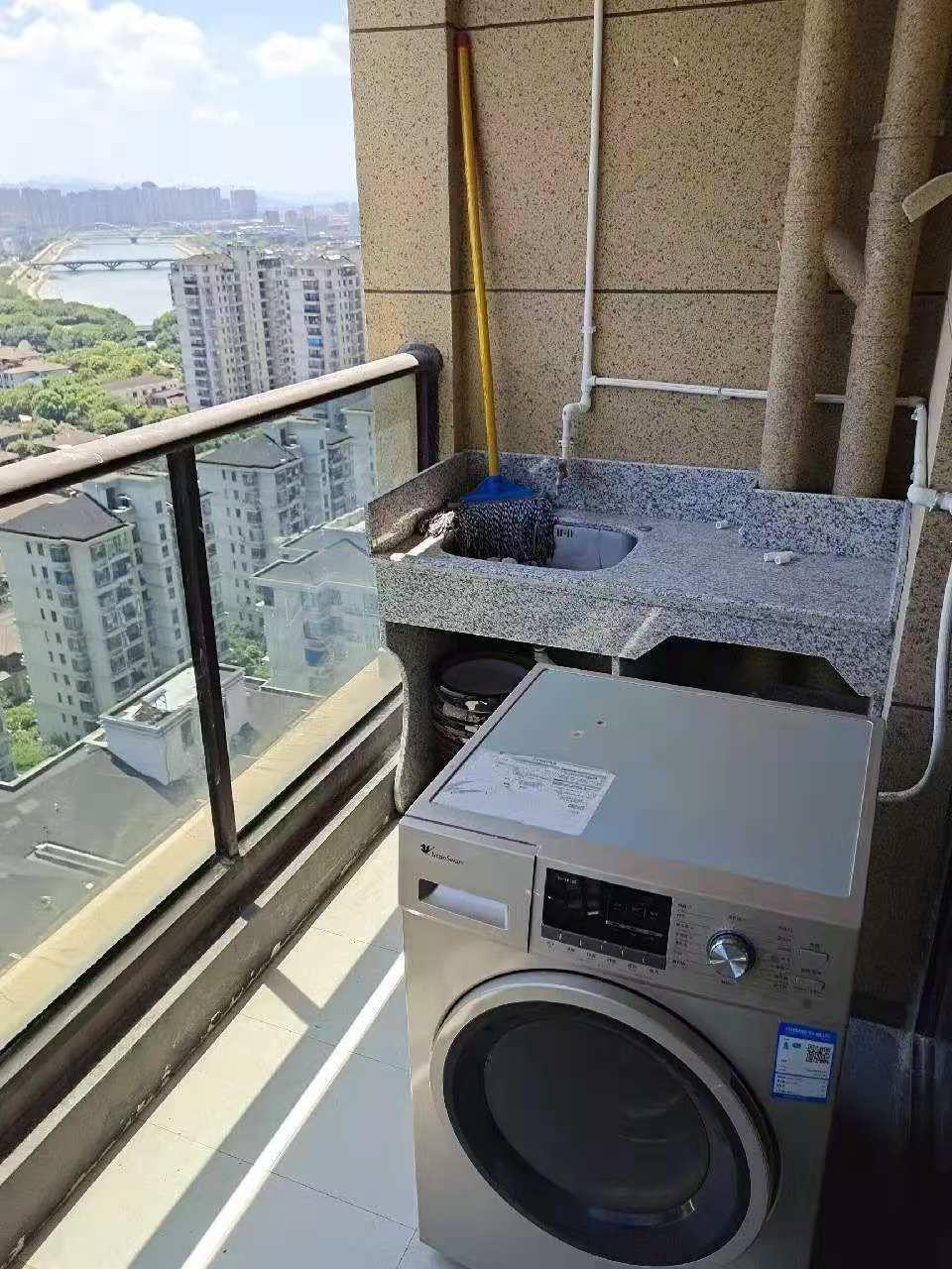 A11144出租城东玉兰花园电梯房高层 ,89平方,二室二厅一厨一卫,采光效果非常好,家电齐全 价格2500元一月包物业,交通方便对面就是和悦广场的实拍照片