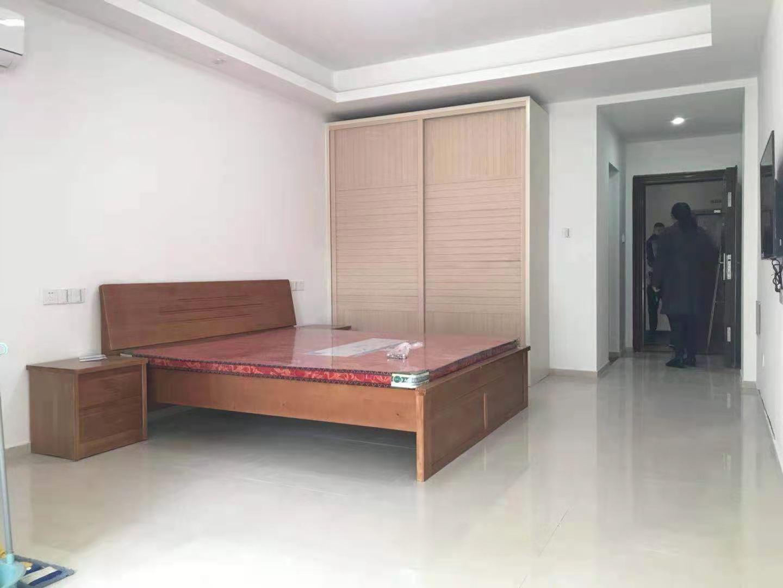 A12083出租世贸金樽A幢东区单身公寓4楼,47平方,精装修,租金1700元一月包物业的实拍照片