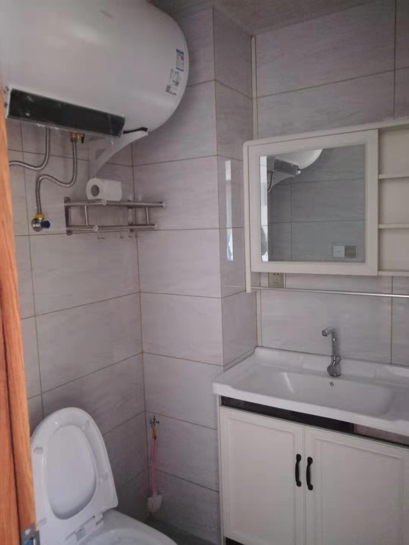 A12211出租城南绿城剡江越园4楼,128方,3室2厅2卫,实木家具,无气味,3000元一月,不包物业,无车位的实拍照片