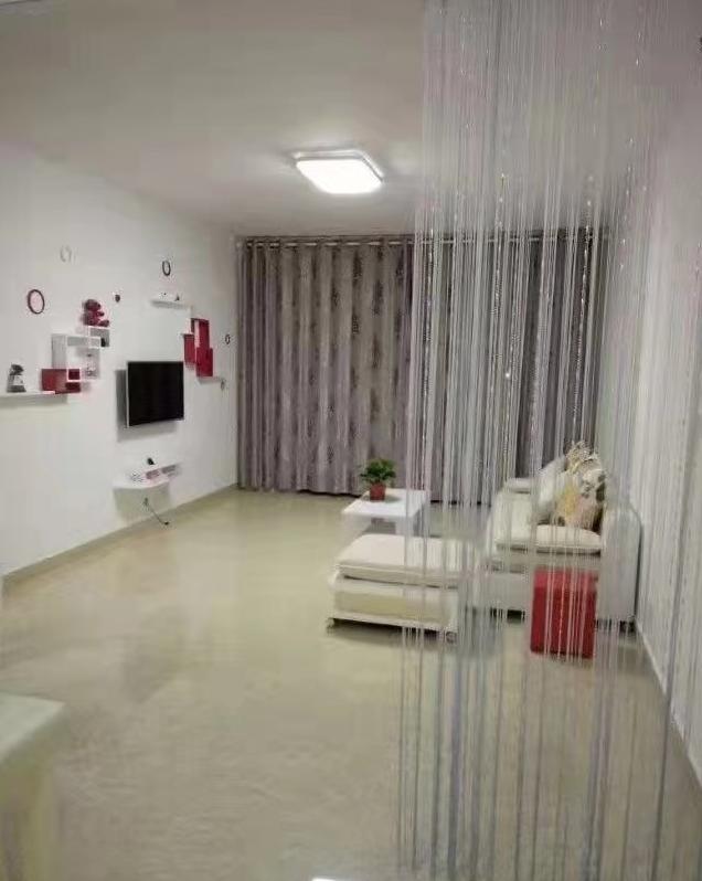 B01031出租城南正大新城国际7/18楼,90方,2室2厅,精装修,带家具,热水器,洗衣机,空调,电视机。价格2380一个月的实拍照片