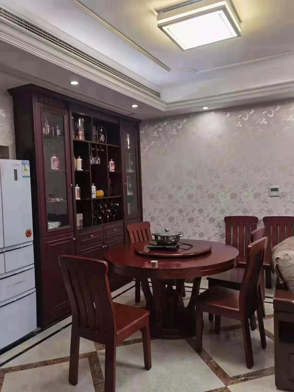 B0124出售城东玉兰花园10楼、113平方、品牌精装修、中央空调、三室两厅两卫、价格140万元的实拍照片