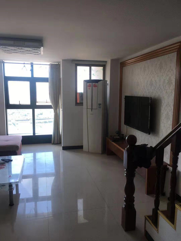信源国际单身公寓60+60平方精装修拎包入住的实拍照片