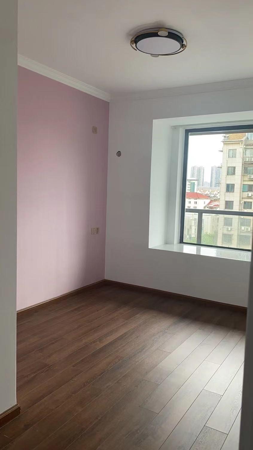 B06261出租迎恩府9楼,98方,三室两厅小套房,新装修,家电家具齐全,拎包入住,租金2500一个月,不包物业费的实拍照片