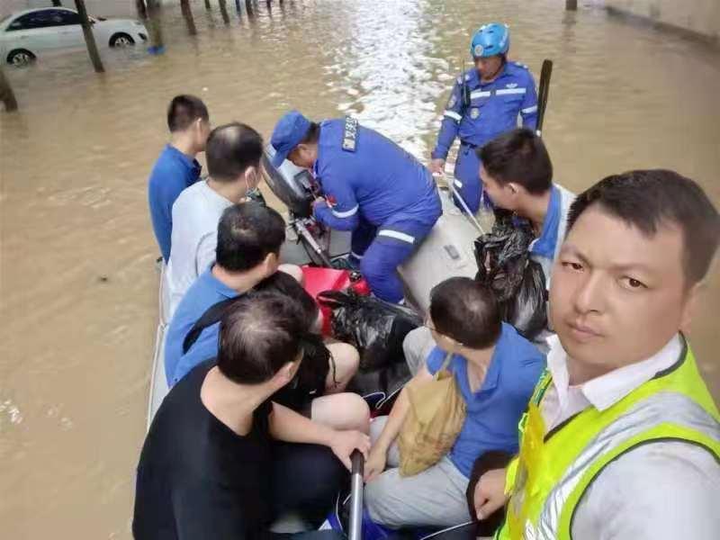 郑州,我们也来了!刚刚,嵊州这些人成功转移灾民约40人