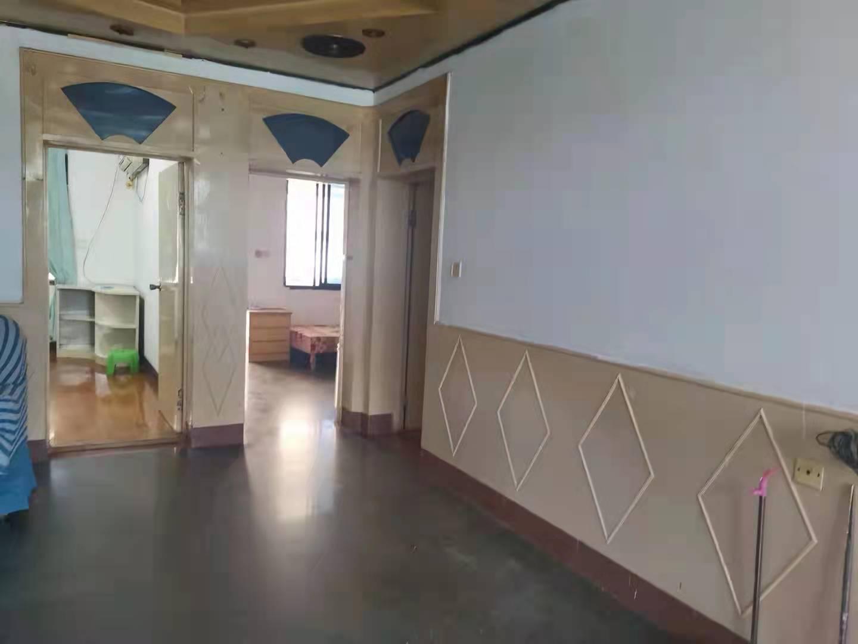 中医院路<原城关学校后面>  100平方 2楼 3-2厅,清爽装修,平台1个 车棚1个,家电家具基本齐全  1600-月13065555896   自有锁的实拍照片