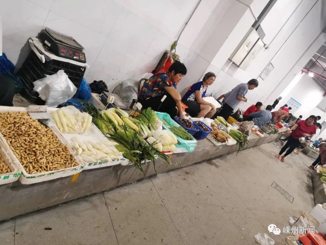 """从此,流动摊贩有了""""家""""~嵊州这里自产自销区已对外营业"""